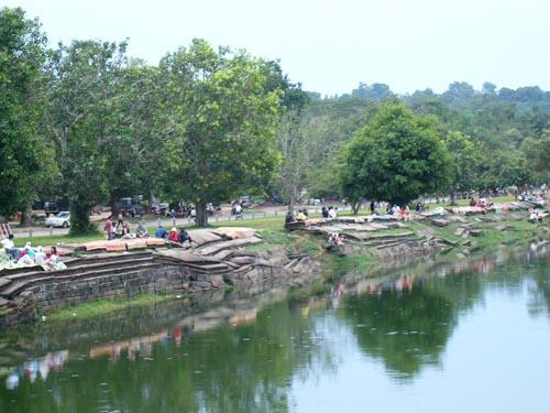 護城河邊的涼席