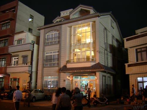 漁港邊的豪華透天雜貨店